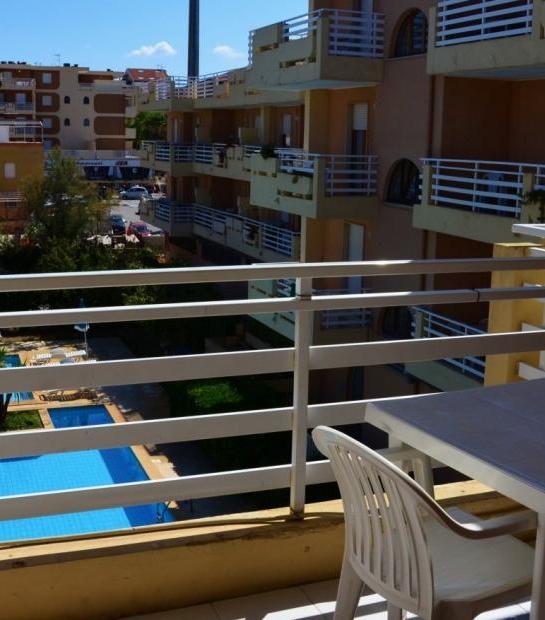 Balcony_overlooking_the_pool_2.jpg