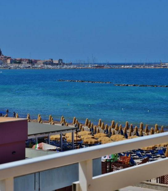 Sea_view_from_balcony_4.jpg
